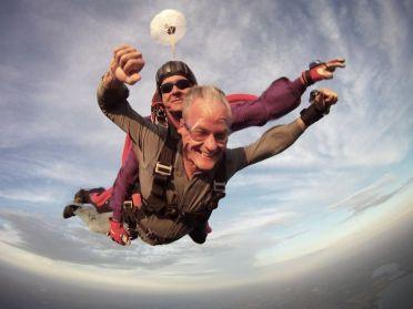 Anciano paracaídas